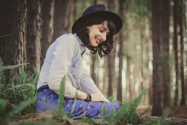 https://pixabay.com/pt/pessoas-menina-mulher-sorriso-2603836/
