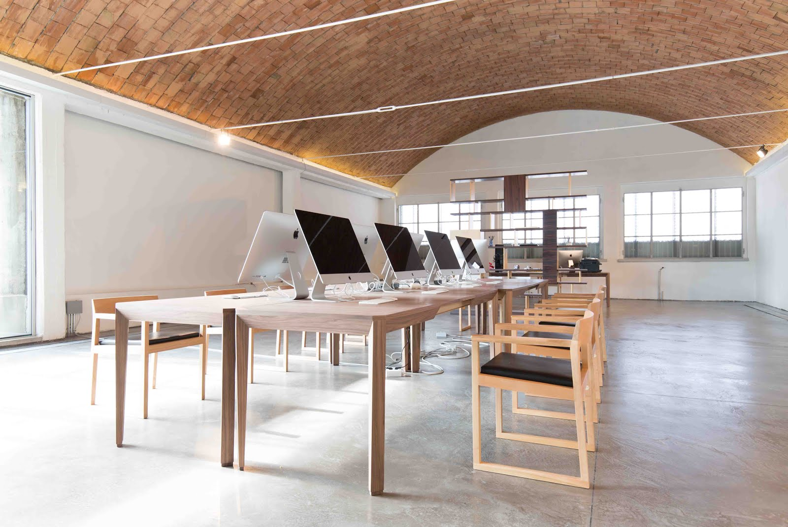 Arredo e design morelato arreda la sede milanese della for Arreda durante