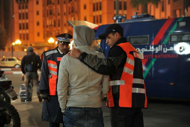 """عاجل: اعتقال شخص في مراكش والتشهير به في منابر اعلامية على أنه """"متشبه بالنساء"""""""
