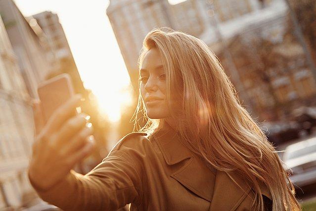 Δημοσιεύεις πολλές selfies στα social media; Να τι μπορεί να σημαίνει αυτό
