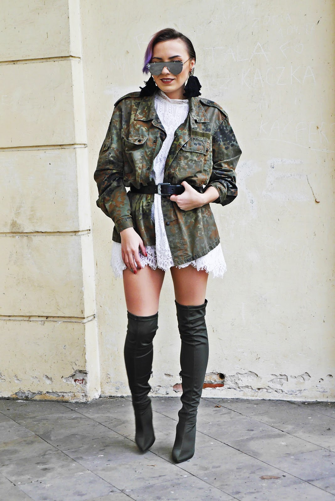 6_moro_kurtka_sh_koronkowa_biala_sukienka_karyn_blog_buty_renee_031217