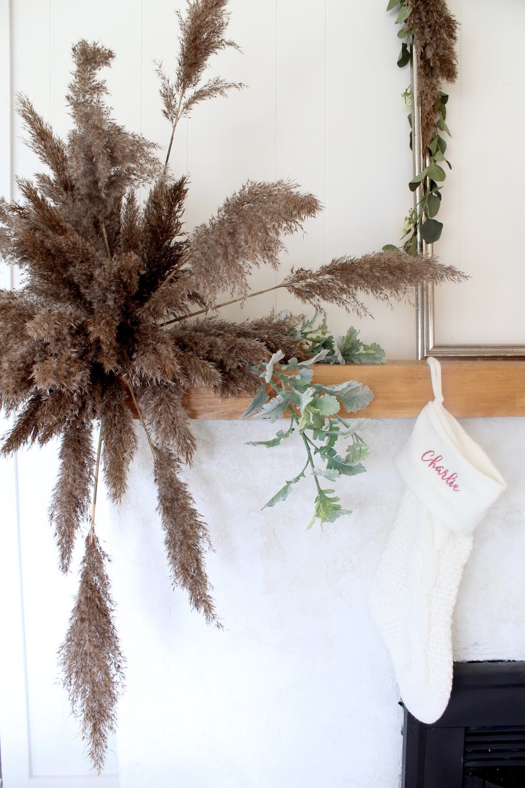 nordic-christmas-decorating-ideas-pampas-grass-diy-wedding-holiday-decor-3