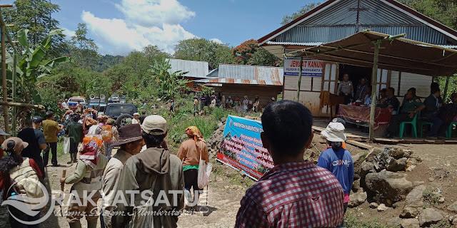 Ratusan Petani Kopi Gandangbatu Acungkan Sabit Sambut Bupati, Ini Alasannya