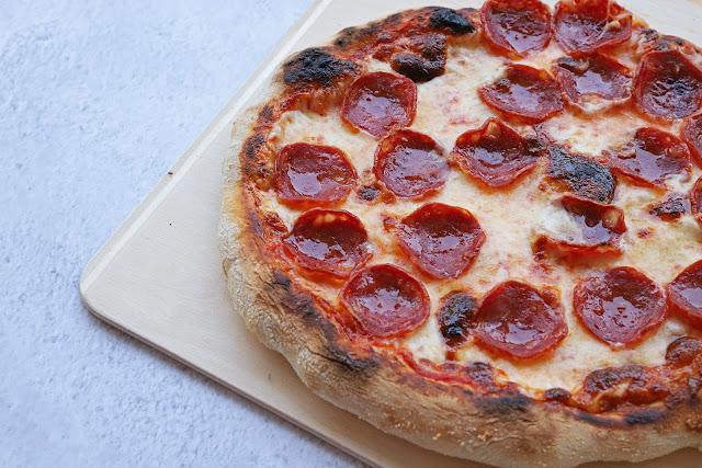 Συνταγή για Ναπολιτάνικη Πίτσα με Πεπερόνι
