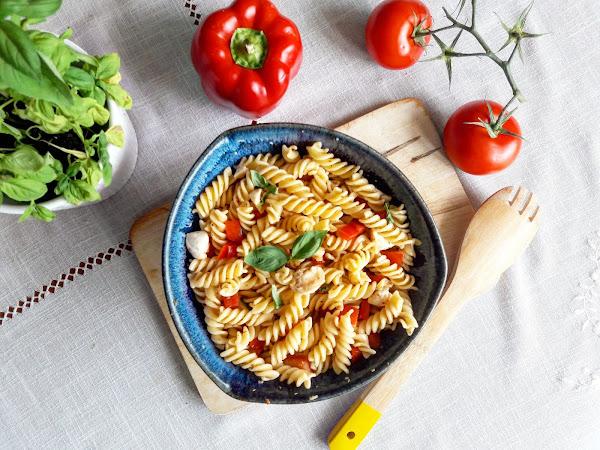 Salade de pâte italienne à la mozza marinée