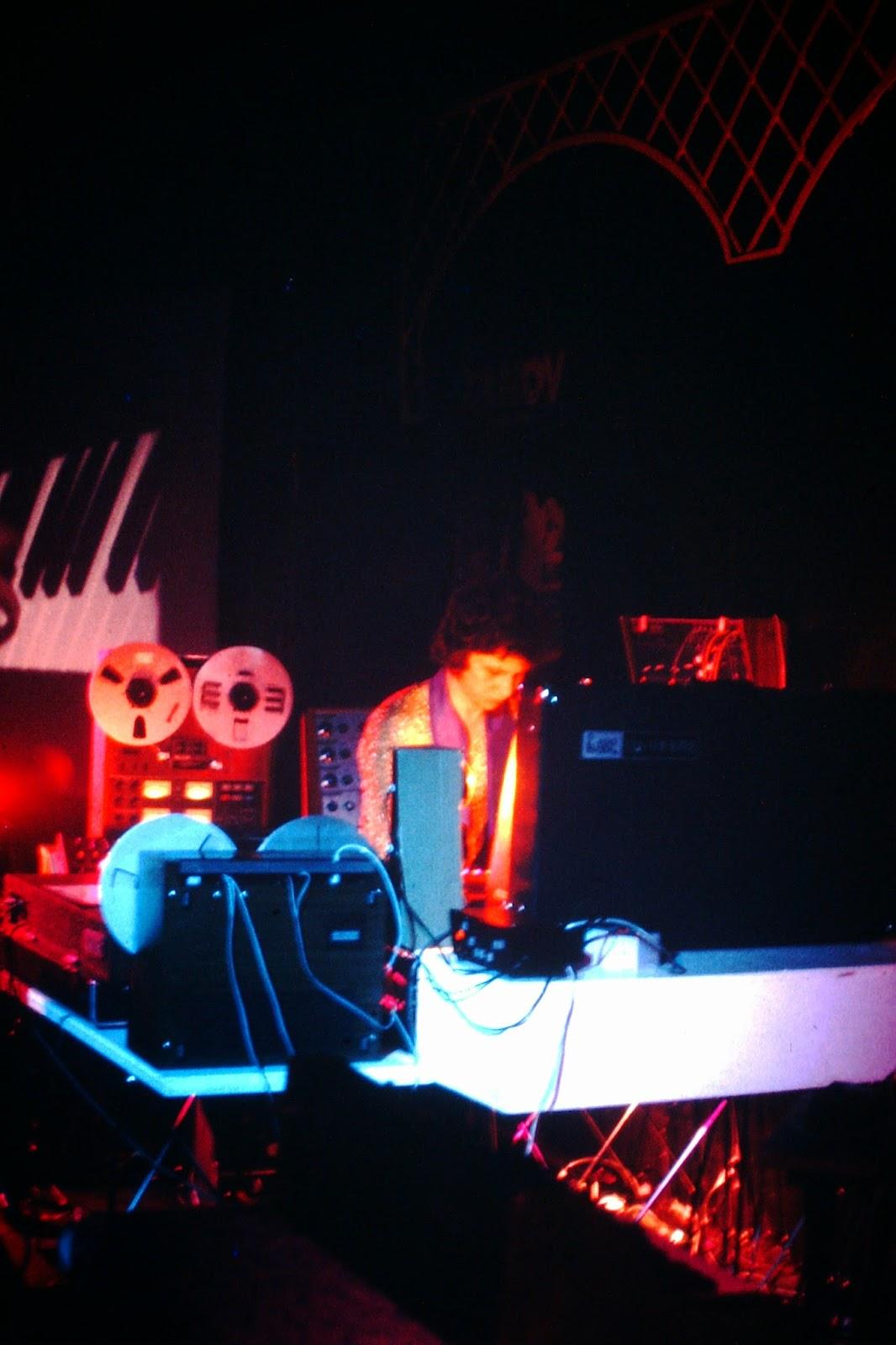 Zanov en directo en la sala Laser Olympia de París durante la presentación del LP Green Ray el 4 de marzo de 1977