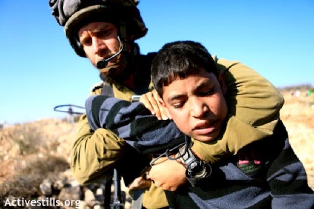 Dipaksa Sujud Tentara Israel, Bocah Palestina: Aku Hanya Sujud kepada Allah