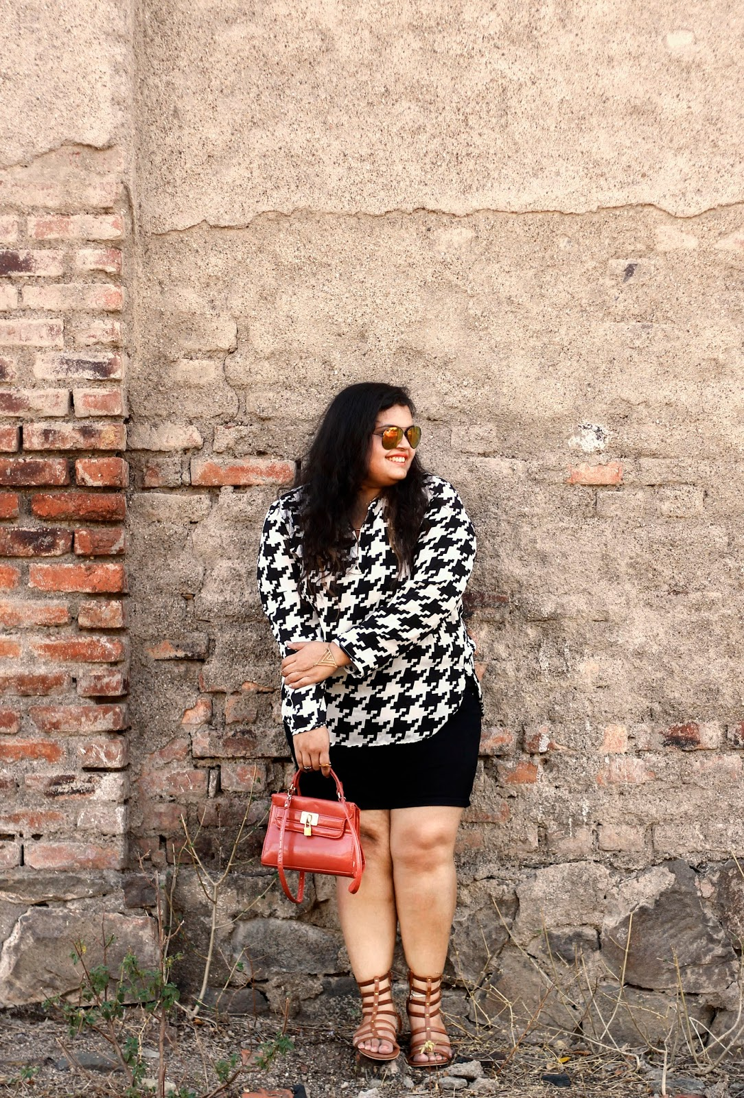 houndstooth top black shorts brown gladiators