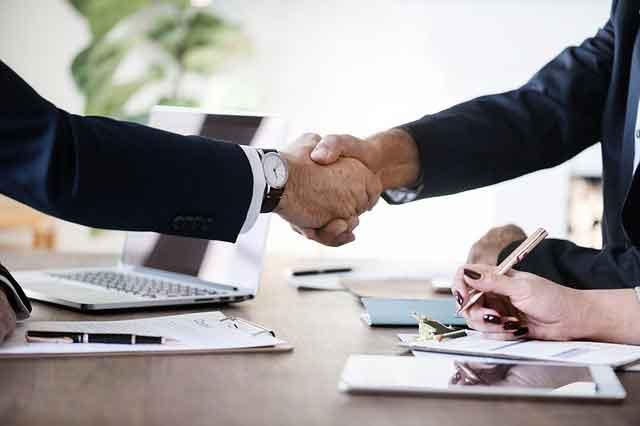 komunikasi nonverbal agar wawancara kerja lancar