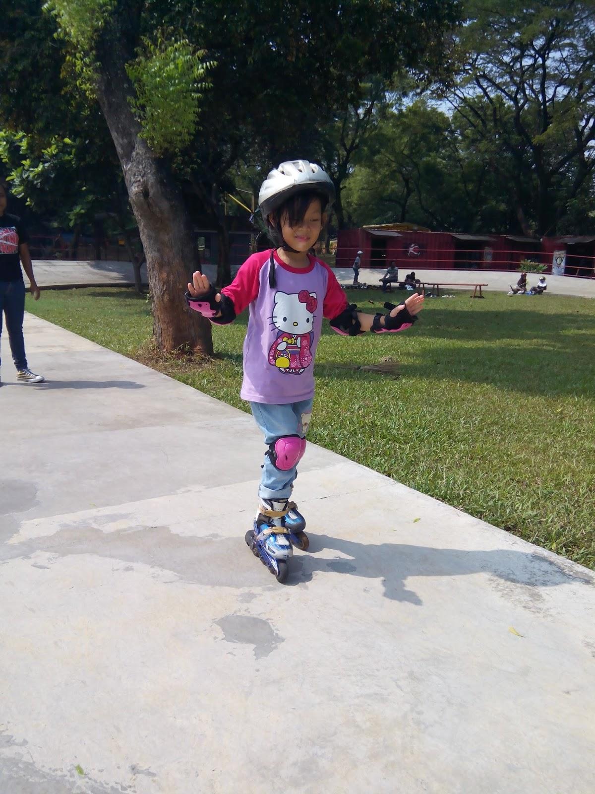 mom s story - rina susanti  Keseruan Bermain di Dunia Inline Skate TMII fb41d8573a