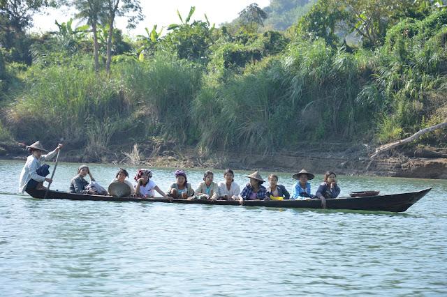 barque dans la région de Mrauk-U