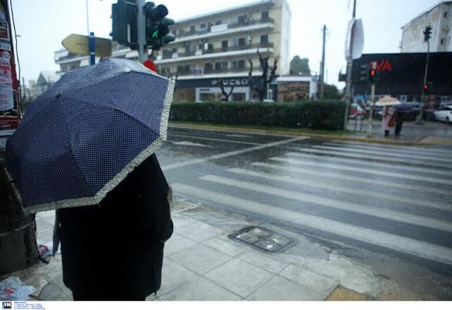 Καιρός: Βροχές και καταιγίδες σε πολλές περιοχές – Ευνοείται η μεταφορά σκόνης