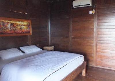 kamar tidur hotel cocohuts karimunjawa