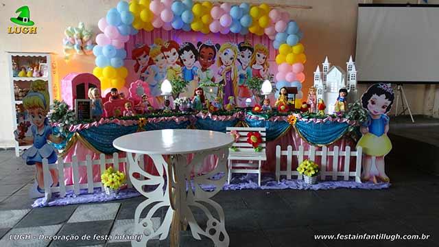 Decoração mesa luxo de tecido tema Princesas Disney Baby para festa infantil feminina