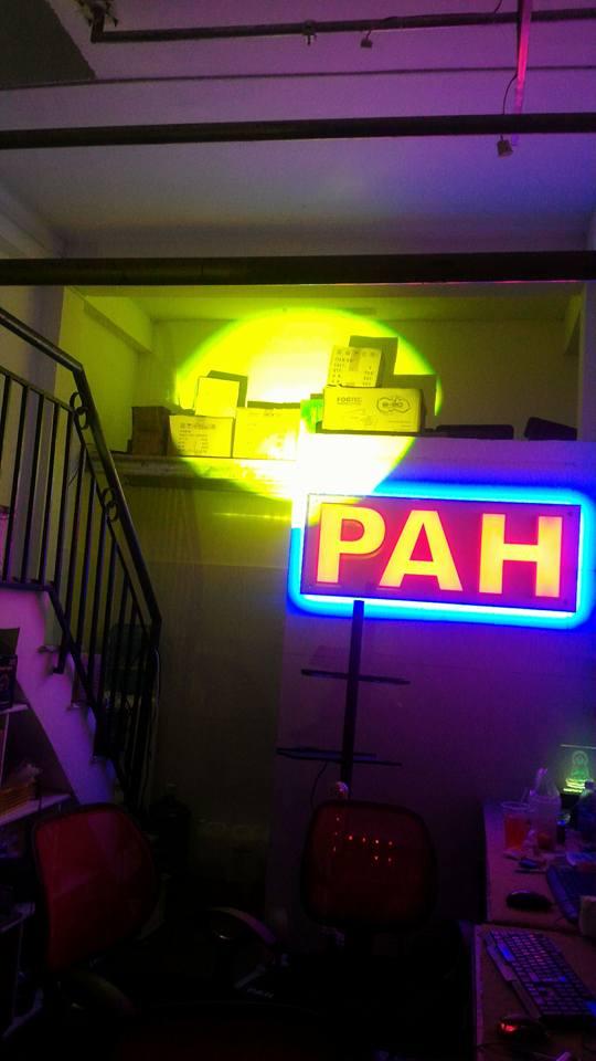 đèn follow chiếu màu vàng