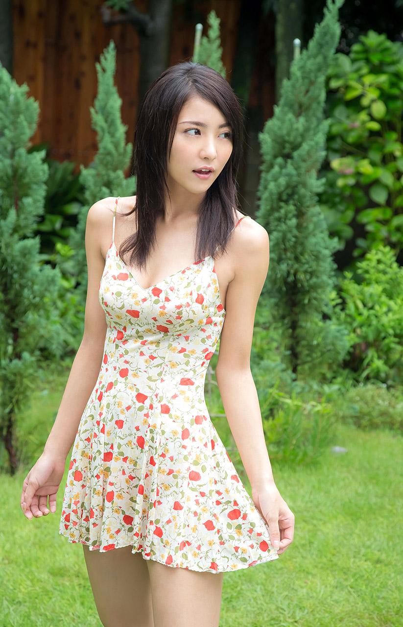 ren ishikawa sexy cleavage pics 03