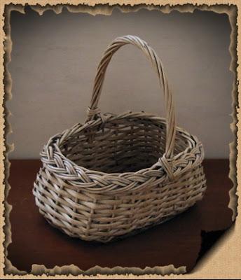 cesta de mimbre, pintura acrílica, pinceles, cintas, lazos