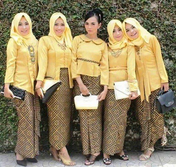 22 model baju batik modern untuk pesta pernikahan yang sering