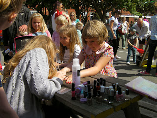 fairground attraction make-up stall