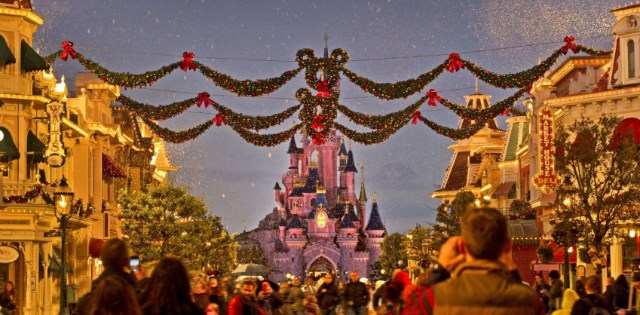 its christmas day every day at disneyland paris - Is Disneyland Open On Christmas Day