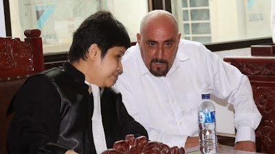 Serge Atlaoui and his Indonesian lawyer