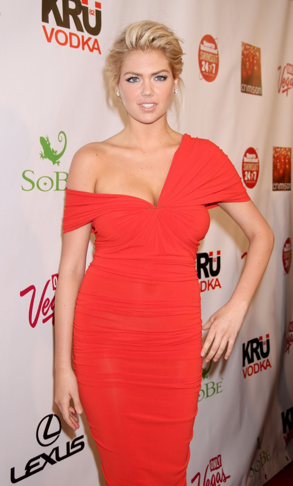 Kate Upton Shows Major Cleavage At Sports Illustrated