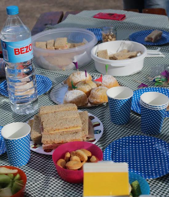 mesa handmade y picnic casero