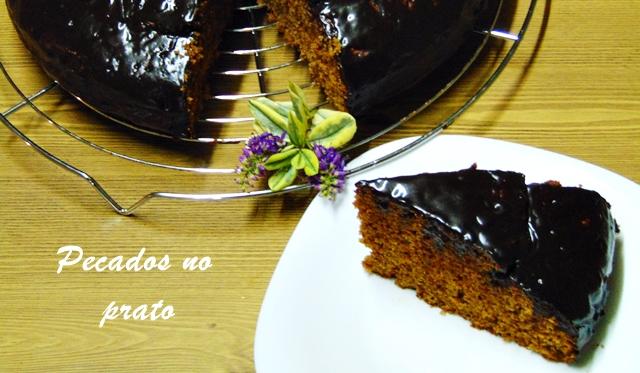 Receita do bolo de chocolate simples, húmido e fácil