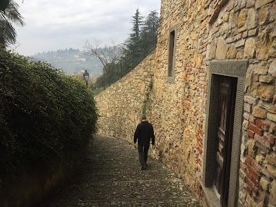 Via Santa Lucia Vecchia.