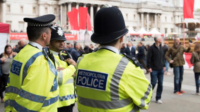 La policía británica permite a violadores declararse mujeres