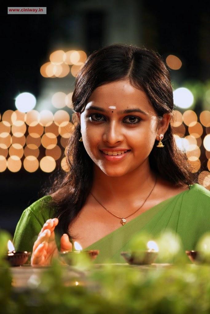 Sri Divya In Varuthapadatha Valibar Sangam Movie Veethi