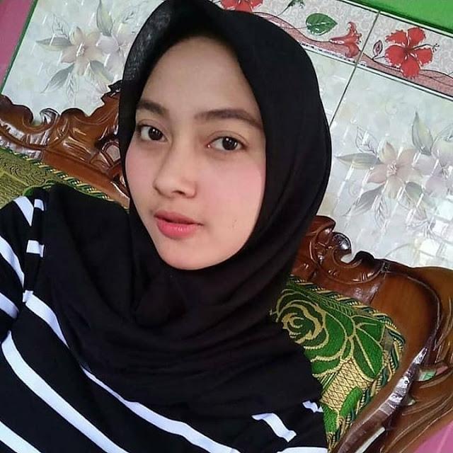 Hijab Polos Hitam
