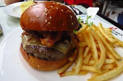 Huber's Bistro, burger