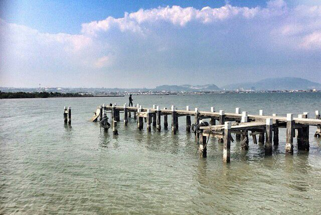 spot foto Jembatan di pantai puri gading bandar lampung