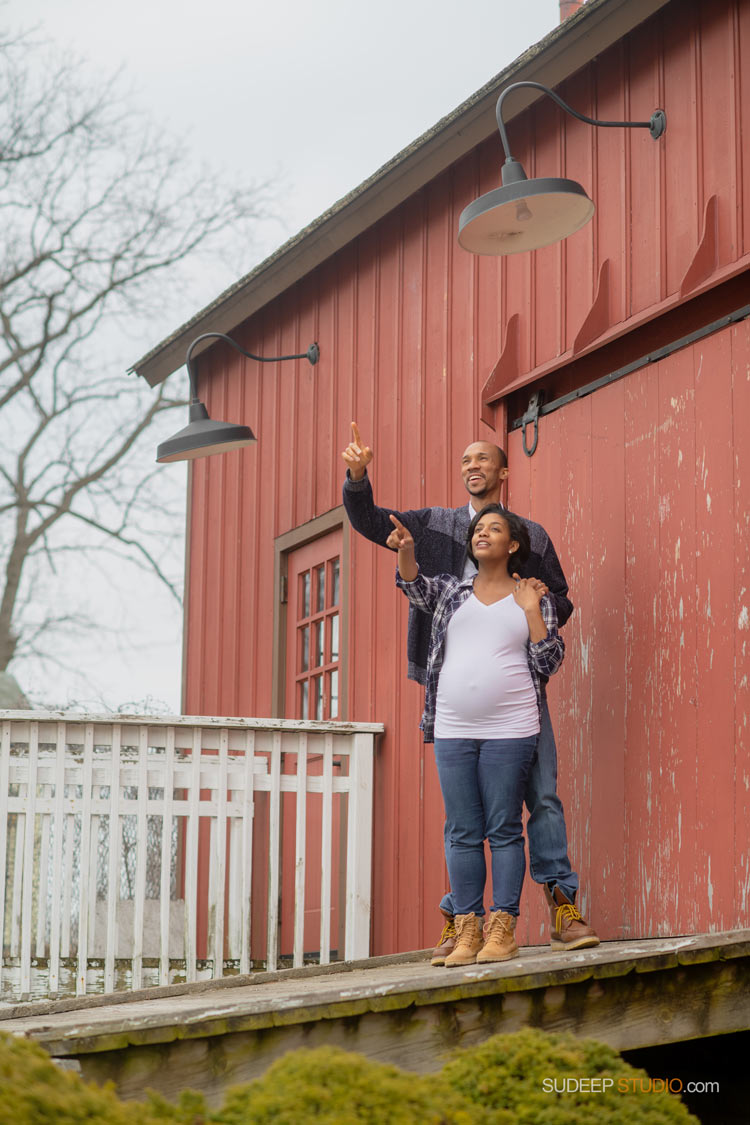 Maternity Photography in Outdoor Red Barn Livonia by Ann Arbor Maternity Portrait Photographer