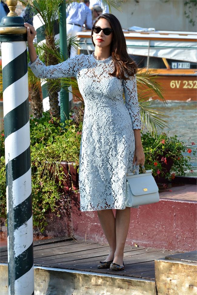 Moran Atias sempre molto bella in total look Dolce e Gabbana abito in pizzo  bianco ideale per il giorno occhiali da diva un pò Sofia . 806d40d301a