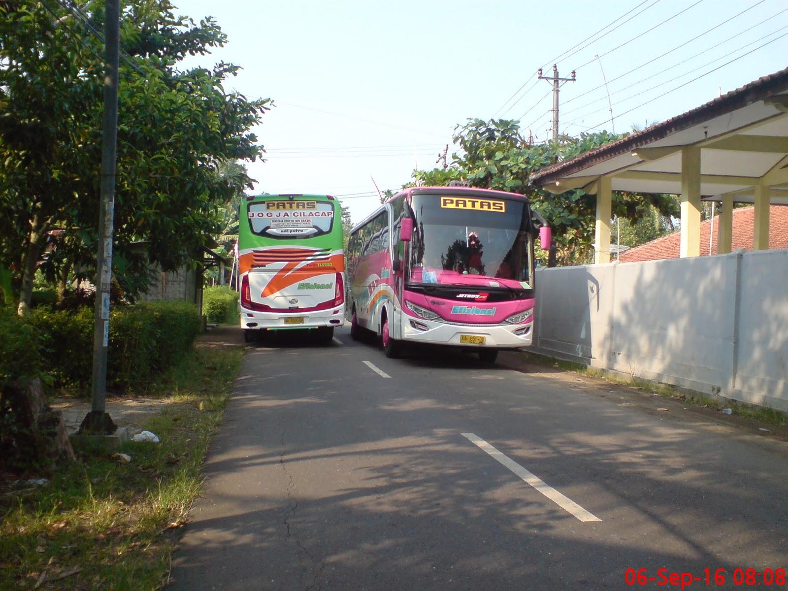 Ketika Dua Bus Efisiensi Jetbus Adiputro Bertemu Di Jalur