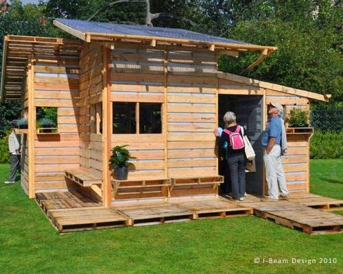 This is the Pallet Emergency Home. It Can Be Built in One Day With Only Basic Tools. - The final product is simply amazing, considering the materials and budget!