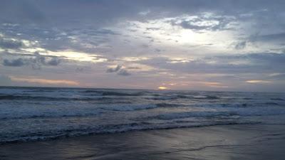 Deburan lembut Ombak Pantai Parang Tritis