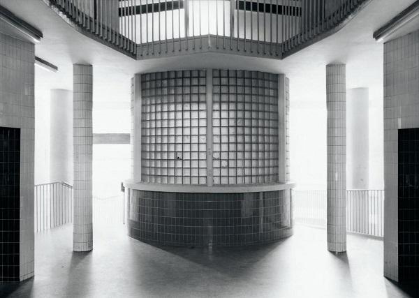 Axel Hütte - Moedling House, 1982-1984