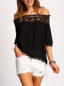 Blusa negra con encaje y hombros al aire