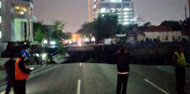 Kronologis Jalan Gubeng Surabaya Ambles, Diawali Gedung RS Siloam Ambruk, Jalan Langsung Hilang