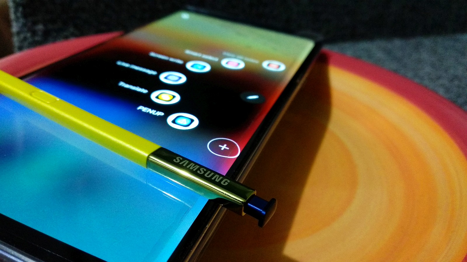 Galaxy Note 9 catches fire in a woman's purse.