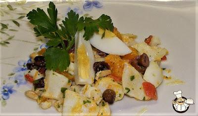 Insalata di baccalà con arance e olive.