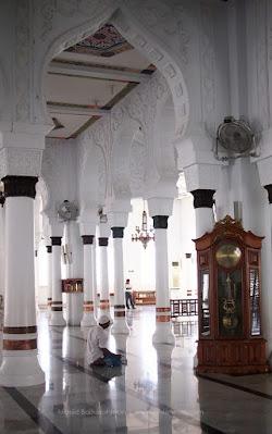3 jam di Banda Aceh ngapain aja? waktu yang sempit tetap bisa menikmati masjid baiturrahman,  Museum Tsunami Aceh, sampai ke Taman Sari lho. Klik yuk!