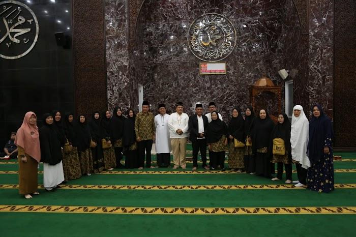 Plt Nanang Ermanto Lepas Keberangkatan 85 Jamaah Umroh Lampung Selatan.