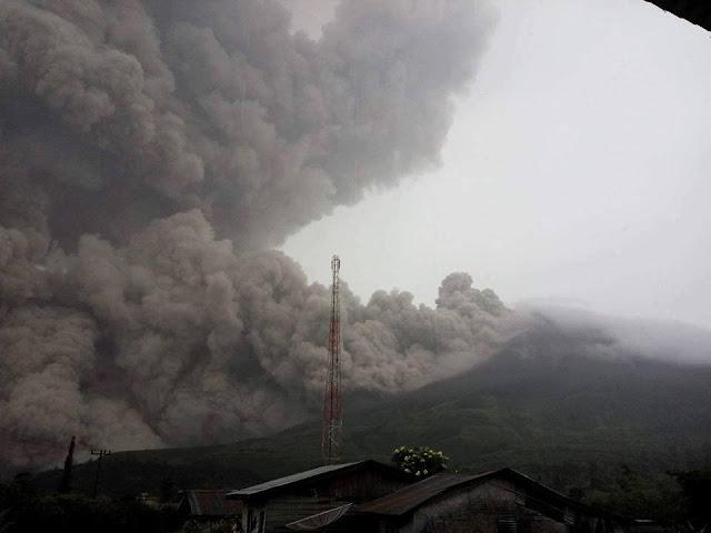 Sinabung Meletus Lagi, Tiga Orang Tewas Tersapu Awan Panas