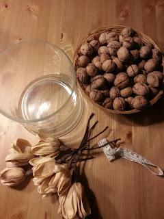 idea creativa da realizzare in pochi minuti Idea per decorare un vaso semplice: frutta secca merletto stile country shabby chic