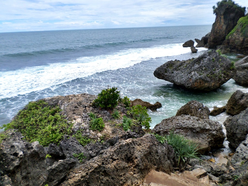 Wahanawisata Com Pantai Ngobaran Gunungkidul Pantai Yang Berbeda Pemandangannya