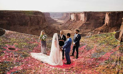 Ryan Jenks and Kimberly Weglin of California married between two mountains through net